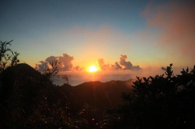 青ヶ島で一番高い場所「大凸部(おおとんぶ)」から望む朝日と絶景