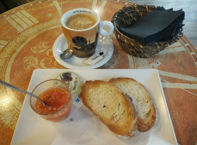 スペインの朝食。バレンシアの小さなパン屋さんでお得なモーニング