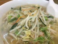 シャキシャキ野菜とスープが絡む。もっちり太麺が人気のタンメン
