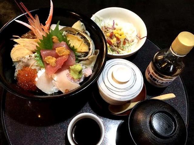 新鮮な海鮮丼が1940円!コーヒーとデザートも美味しい鳥取の「海陽亭」