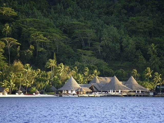 一生に一度は行ってみたい!天国の楽園、ボラボラ島のリゾートホテル5選