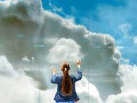まるで雲上にいるみたい?アムステルダムの空港に出現した3Dの雲の壁