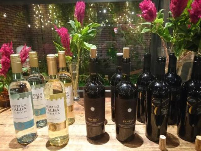 花に囲まれて楽しむ9月のワイン