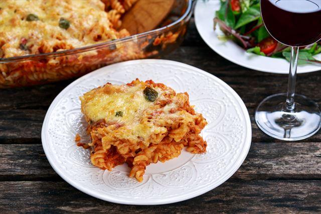 【簡単レシピ】チーズがとろ〜り、ツナ缶とパスタで作るグラタン風「ツナパスタベイク」