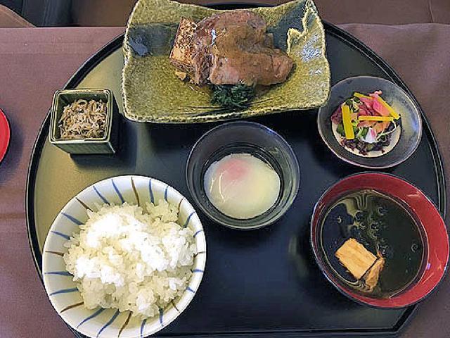 機内食レポート。JAL(日本航空)「成田~ジャカルタ」ファーストクラス