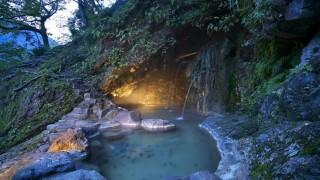 冬季閉鎖で春が待ち遠しい!開湯400年の洞窟露天風呂がスゴイ