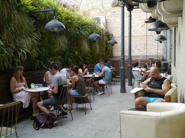 バルセロナ中心部の超穴場!ガウディ建築カサ・バトリョのお隣カフェ