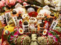 豪華な熊手がずらり。酉の市起源発祥の浅草「鷲神社」でお祭り気分を味わう