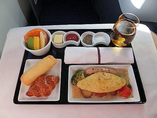 機内食レポート。ANA(全日空)「羽田~シドニー」ビジネスクラス