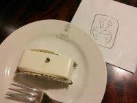 濃厚な食べ応えで人々を虜に。クラシカルな「しろたえ」のレアチーズケーキ