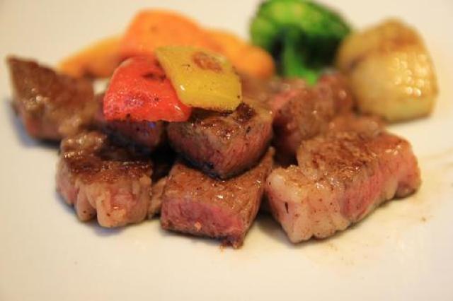 日本三大和牛!ジューシーで柔らかい滋賀名物、近江牛のサーロインステーキ