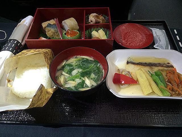 機内食レポート。JAL(日本航空)「羽田~北京」ビジネスクラス