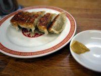 美味しすぎる餃子の店「亀戸餃子」。行列覚悟の人気店、狙い目は平日午後