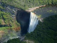 高さ226メートル!世界一ダイナミックな滝「カイエトゥール」