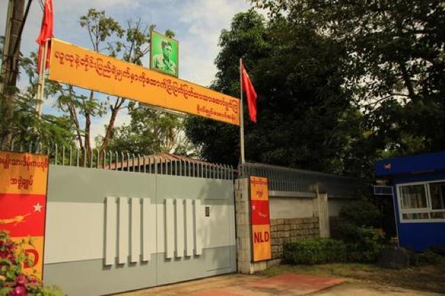ミャンマー・ヤンゴンの便利なバスに乗ってアウン・サン・スー・チーさんの家へ