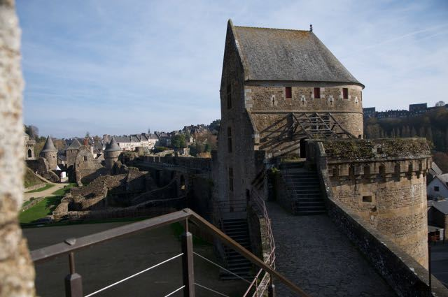 フランス ブルターニュの廃墟な城 フジェール城