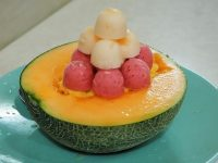 SNSで自慢したい、メロンのお皿にアイスが山盛り!台南「泰成水果店」のフルーツデザート