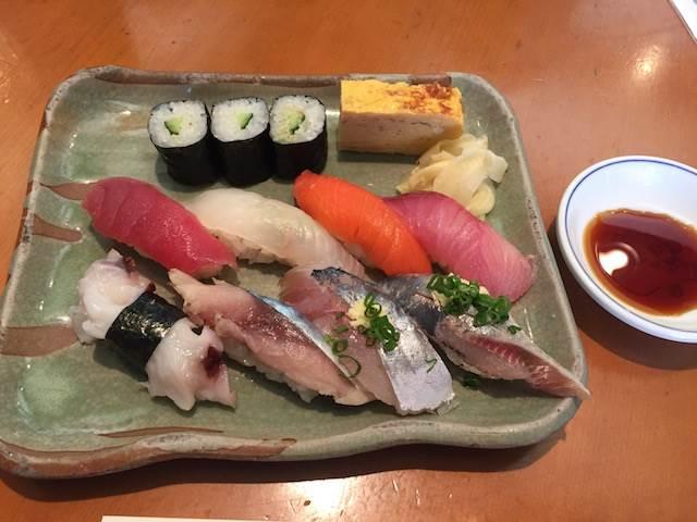 【新宿】コスパ最強の絶品海鮮丼! 大盛りでも750円の「みこちゃん丼」とは?