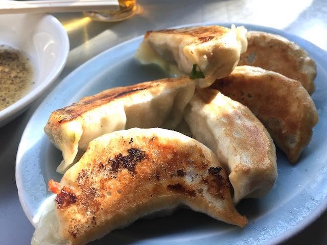 お酢とコショウで食べる餃子がおいしすぎる! 赤坂の隠れ家的中華屋「珉珉」