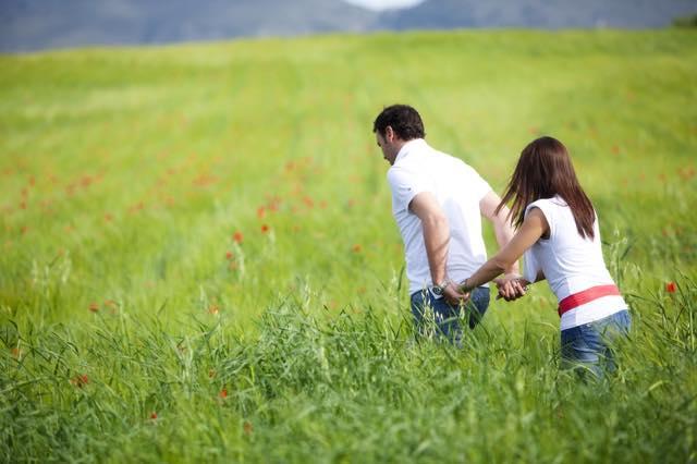 恋人を探すなら、早歩きの人が良いらしい