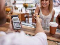 クレジットカードを皆は何枚持っている? 毎月いくら使っているの?