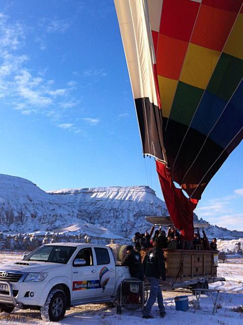一生に一度は見たい空からの絶景ートルコ・カッパドキア気球フライト