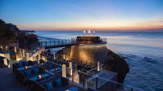 美しすぎる夕日に感動!「眺めの良い世界のベストバー」に輝いたバリ島「ロックバー」