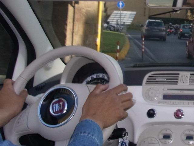【留学中の失敗談と解決策】イタリアでレンタカーのインロック