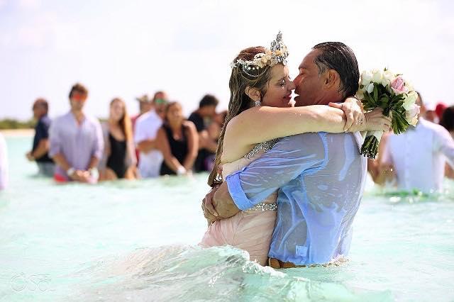 不可能といわれた結婚式。それでも夢を諦めなかったカップルのお話。