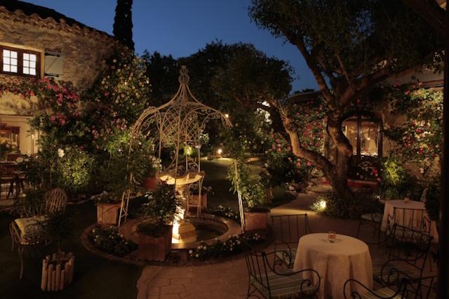 差し込み【なる早】初夏の風に吹かれて 絶景テラス席と美食のテーブル