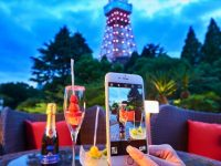 インスタ映え間違いなし!?シャンパンと楽しむ3色のフルーツタワー