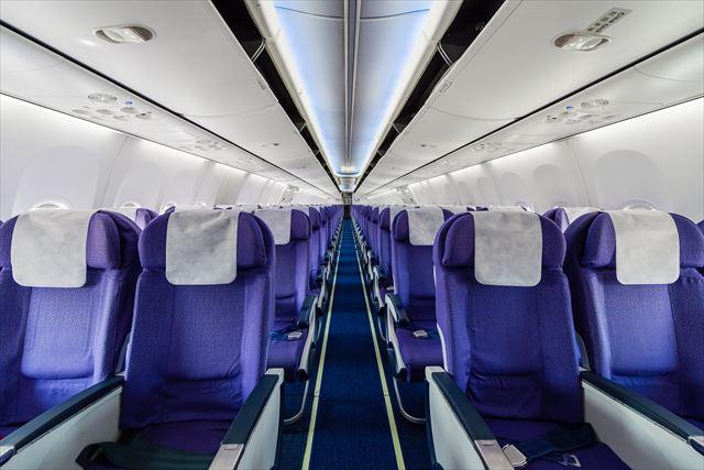 【飛行機トリビア】「一番安全な座席は?」「なぜ着陸時に照明を落とす?」など5つ