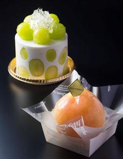 夏のご褒美に!桃やマスカットのまるごとケーキ