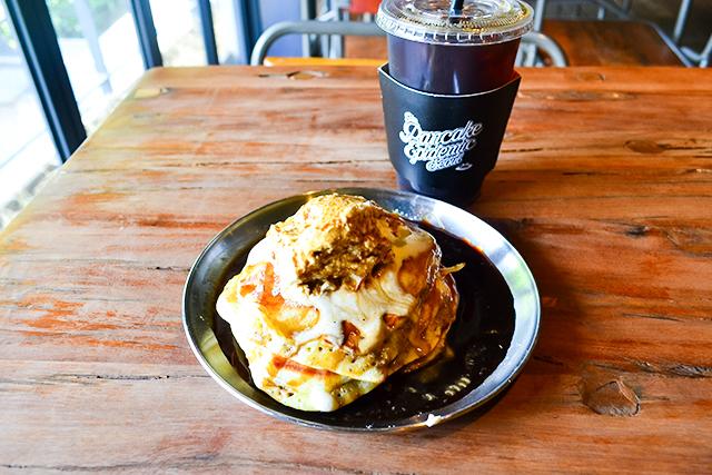 【韓国・ソウル】不思議な「黒いシロップ」がクセになる「Pancake Epidemic」のパンケーキ