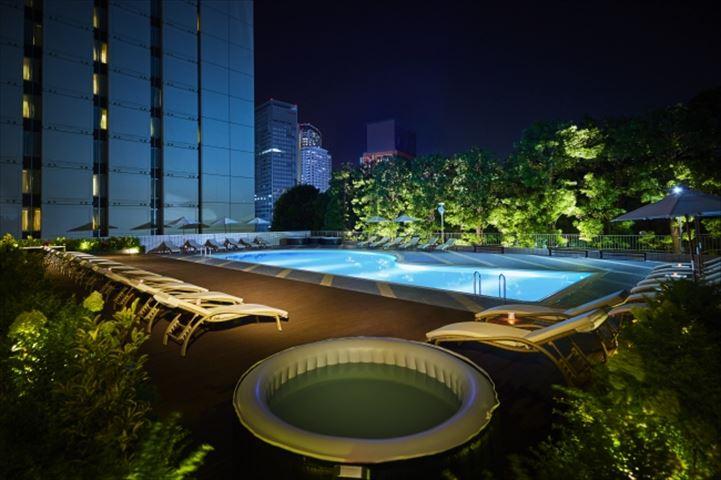 ナイトプールで夜空とナイトヨガを楽しもう【品川プリンスホテル】
