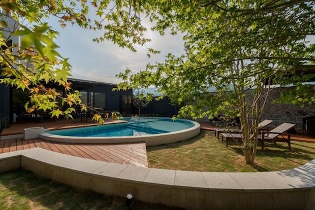 プライベートプールと大型天然温泉露天風呂のある極上グランピング宿泊施設!