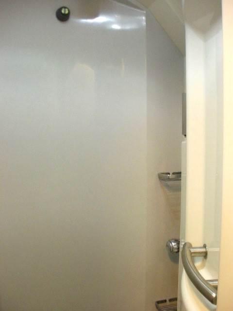 個室にシャワーも付いている!夜行列車「サンタクロースエクスプレス」