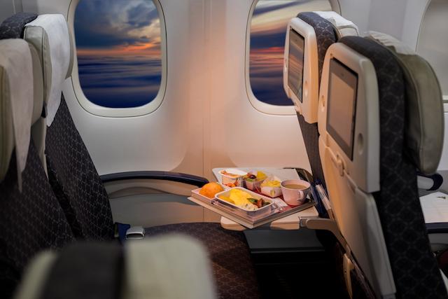 意外に違う座席幅。より快適なエアラインはどこ?エコノミー症候群予防も。