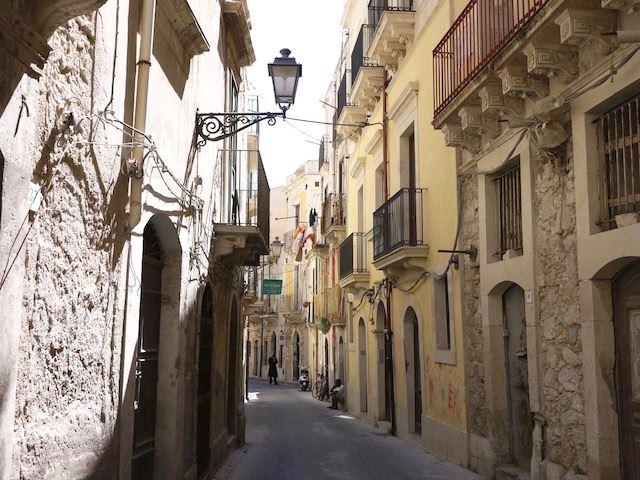 シチリアらしいのんびりした雰囲気が心地よい、小さな港町「シラクーサ」