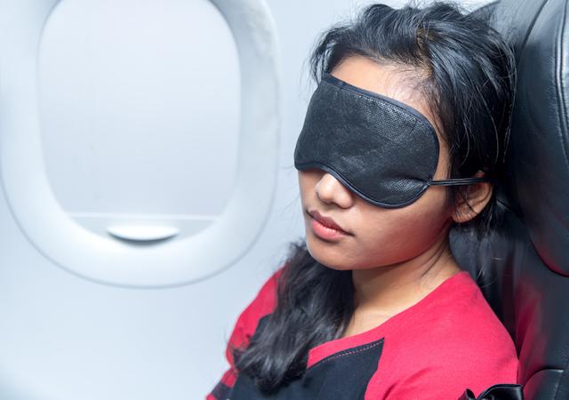 そのままバッグに入れて機内に!「長時間フライトセット」の中身教えます
