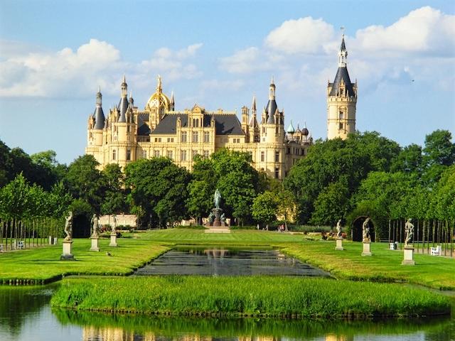 「湖上の宝石」、北ドイツの華麗なる名城・シュヴェリーン城で絵画の世界に迷い込む