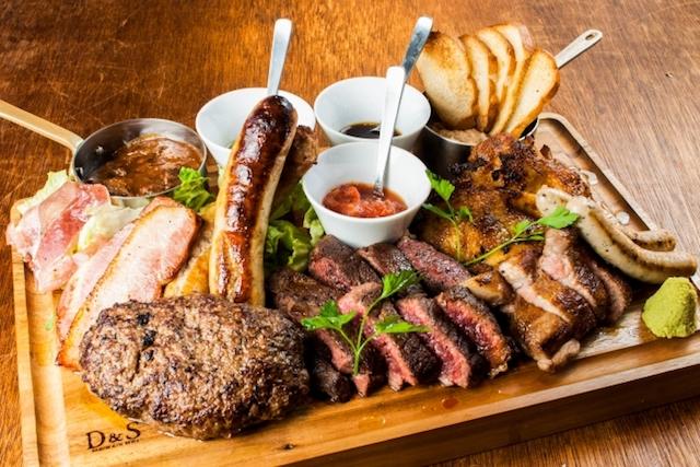 Instagramで大人気!撮影率100%の総重量1kg全10種の肉盛り「ニックビレッジ」