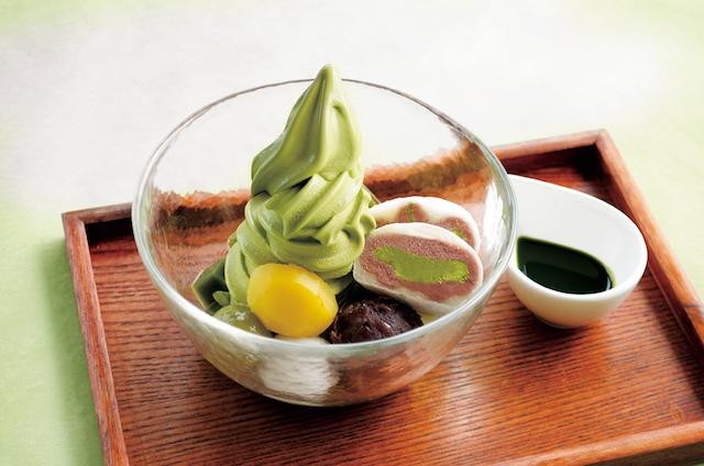 30cmを超えた!日本一背が高い抹茶パフェ、そびえました。【雅正庵】