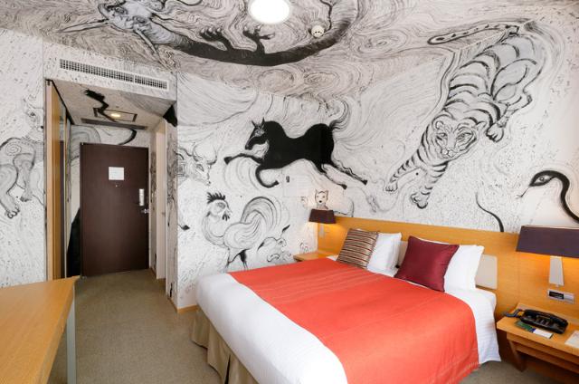招き猫・桜・芸者金魚・妖怪・・・ ホテルの客室が美術館に大変身!