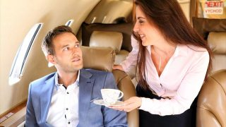 フライトアテンダントが語る飛行機内の真実 コーヒーや紅茶を決して飲まない理由とは