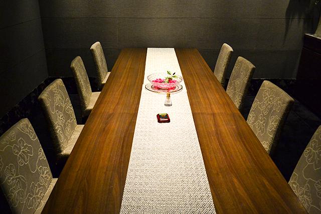 2PMのチャンソンも食べた、代官山「貴真」の神戸牛が1枚乗った贅沢ラーメン!