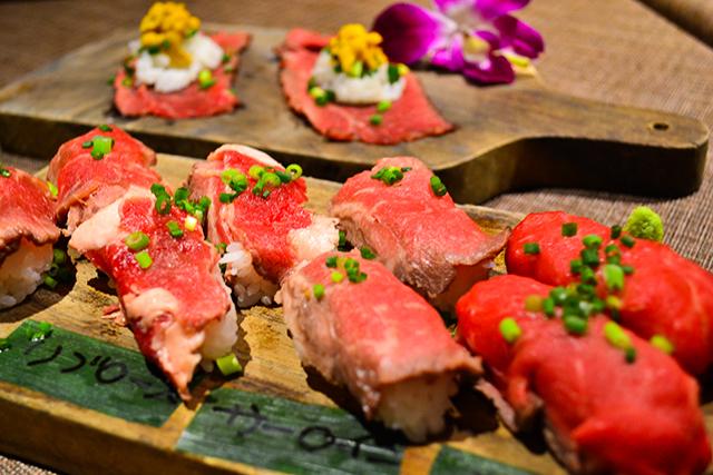 贅沢すぎる!国産牛×うにの「肉寿司」が食べ放題のハワイアンダイニング