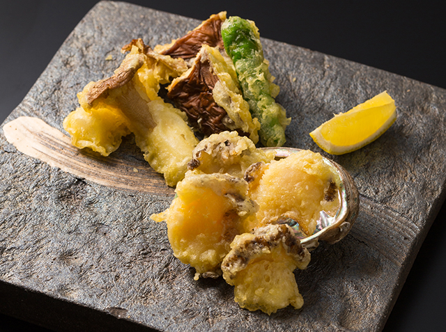 旬の「エゾアワビ」、芳醇な「牛肉」を味わえる!「ステーキ&エゾアワビフェア」【リーガロイヤルホテル広島】