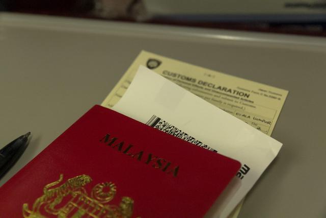 強力なパスポートトップ10!ビザなし入国可能数でランキング。
