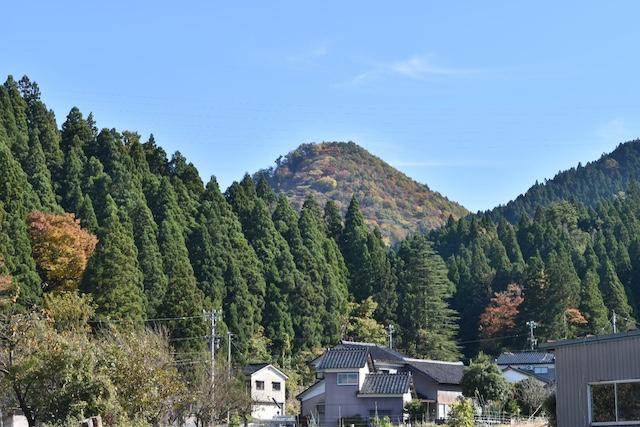【世界の謎】UFOや河童の目撃例も!古代ピラミッドとのうわさもある富山の尖山ミステリー探検